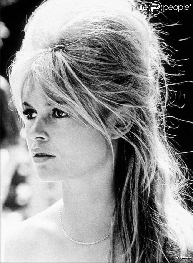 B b audrey hepburn marilyn monroe les maquillages iconiques des stars - Coiffure annee 60 ...