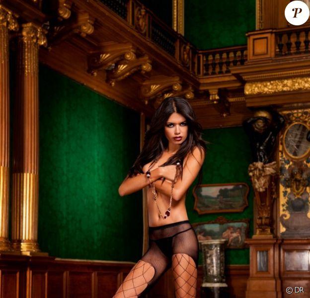 Amelia Racine prend la pose pour la marque de lingerie sexy Baci
