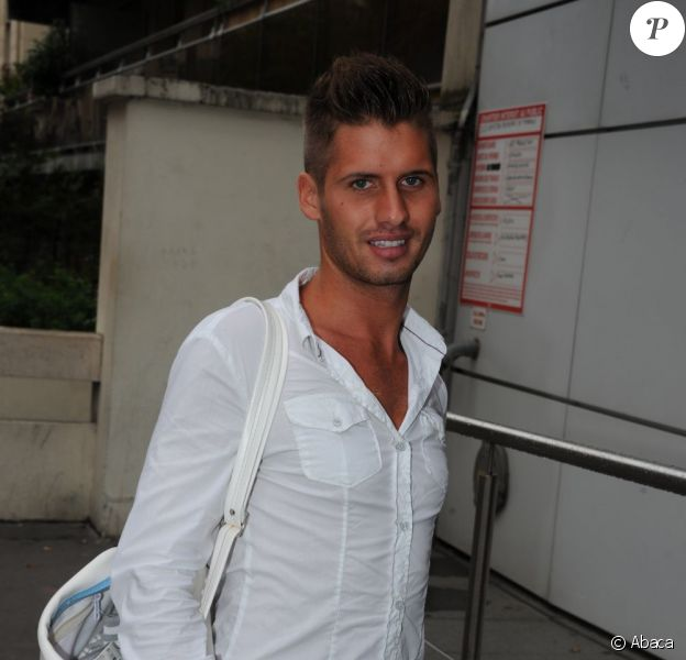 Benoît (Secret Story 4), aux abords des locaux de NRJ, à Paris, le vendredi 26 août 2011.
