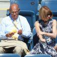 Anna wintour, papesse de la mode, ne rate jamais un match de Roger Federer, quand bien même celui-ci se déroule sous un soleil de plomb...