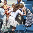 Anna Wintour, supportrice du Roi Roger a retrouvé avec plaisir la petite famille du joueur, sa femme Mirka et les deux jumelles lors du second tour de l'US Open 2011