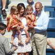 Peu présentes sur les courts, les jumelles de Roger Federer étaient cette fois bien présentes pour encourager leur papa lors de son second match à l'US Open 2011