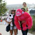 Alessandra Ambrosio se balade à la fête forraine de Malibu avec sa fille Anja et son mari JAmie Mazur, le 4 septembre 2011