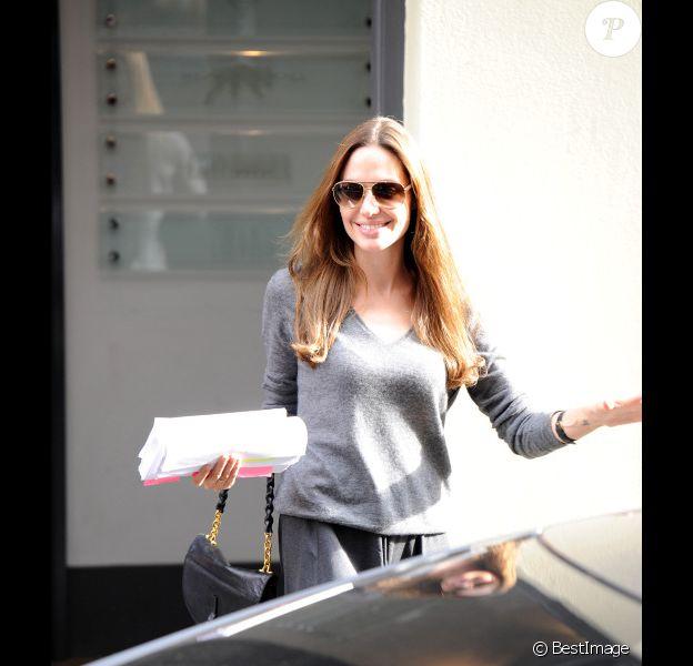 Angelina Jolie, élégante, sortant d'un studio de production à Londres le 8 septembre 2011