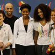 """""""Michelle Obama s'est déplacée à Flushing Meadows vendredi 9 septembre 2011 pour le 12e jour de l'US Open. Elle a notamment joué en double  contre Serena Williams et John McEnroe pour promouvoir son programme  anti-obésité Let's Move, en présence également de James Blake. """""""