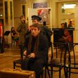 Cliff Bradshaw, joué par Geoffrey Guerrier, débarque à Berlin.   Présentation à Mogador du musical  Cabaret  le 9 septembre 2011, à un mois du retour du spectacle sur la scène parisienne, à Marigny, avec Emmanuel Moire dans le rôle du Maître de cérémonie.