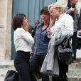 Florence Foresti avec Muriel Robin et Anne Le Nen lors de la messe en hommage à Tony Krantz, décédée la nuit du 6 ou 7 août. Eglise St Roch à Paris le 16 septembre 2011