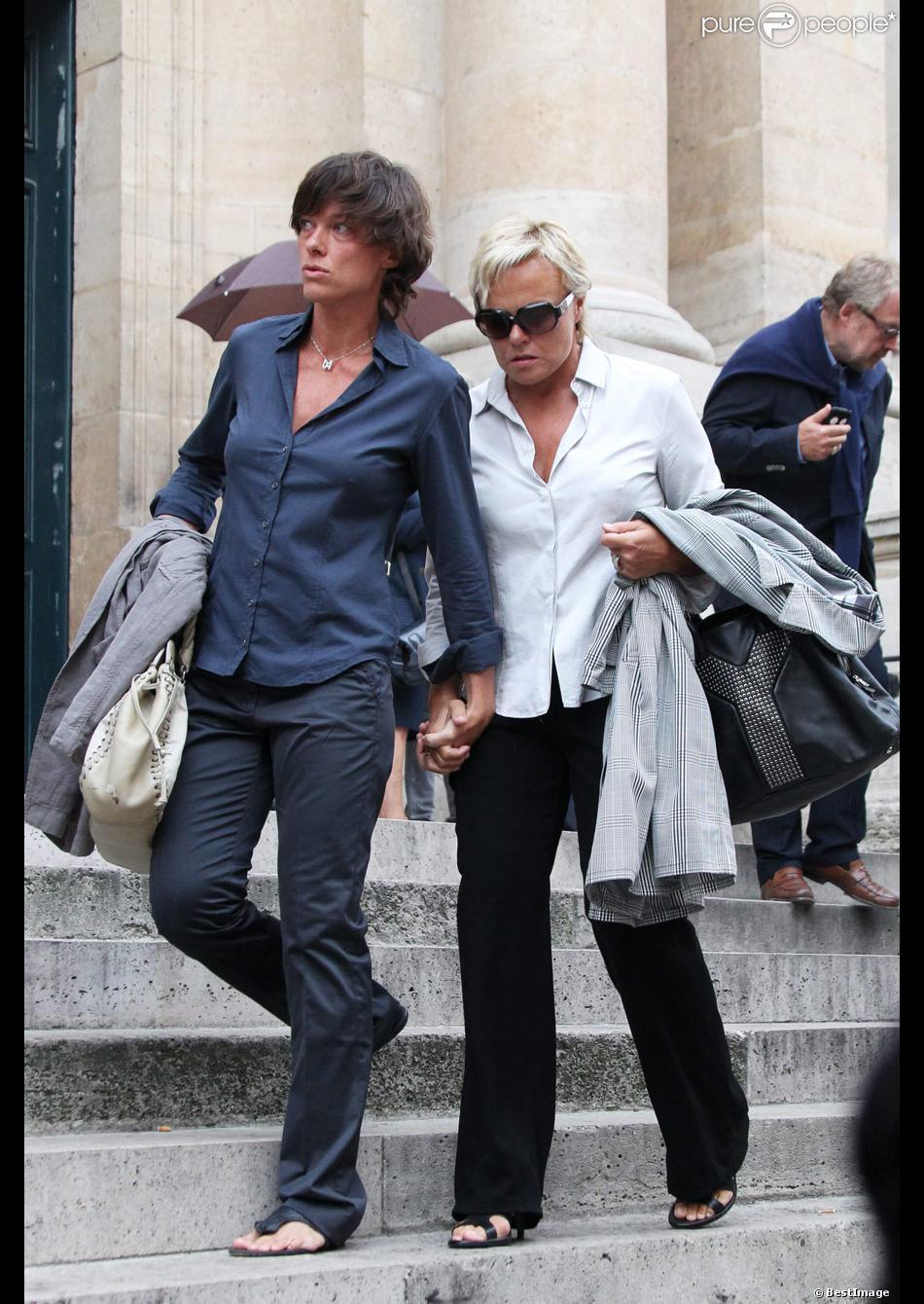 Muriel Robin et sa compagne Anne Le Nen lors de la messe ...