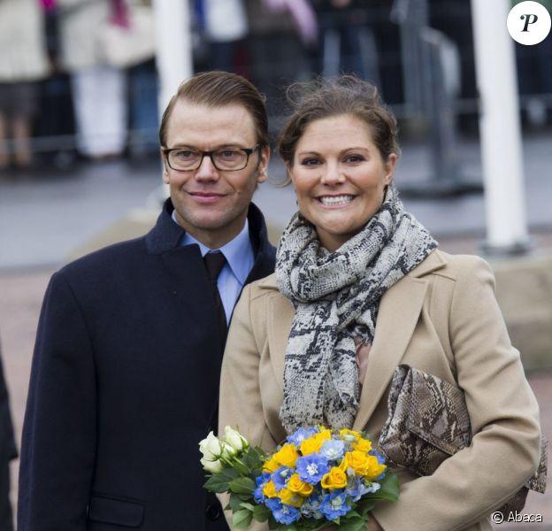 La princesse Victoria de Suède, enceinte et son époux le prince Daniel, tout sourire, en visite à Turku, capital de la culture 2011, en Finlande, le 19 septembre 2011