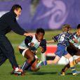 Sous les yeux de Damien Traille, Fulgence Ouedraogo se fait déborder par un jeune joueur néo-zélandais le 20 septembre 2011 au Takapuna Rugby Club en Nouvelle Zélande