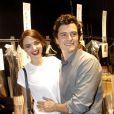 Miranda Kerr et Orlando Bloom en backstage du défilé Dior à Paris le 30 septembre 2011