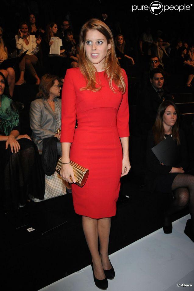 La princesse Beatrice d'York au défilé printemps-été 2012 d'Elie Saab lors de la Fashion Week parisienne le 5 octobre 2011