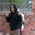 Pink, Carey Hart, et leur petite Willow à New York le 6 octobre 2011. Le mari de Pink n'apprécie pas la présence des caméras.