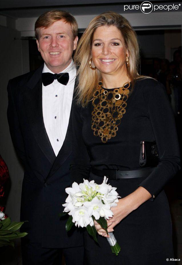 Willem-Alexander très élégant et Maxima très féline...   Les royaux néerlandais assistaient vendredi 7 octobre 2011 à la soirée de gala du 40e anniversaire de la compagnie Introdans, dont la reine Beatrix est la marraine. La monarque était accompagné de son fils et héritier le prince Willem-Alexander avec son épouse Maxima.