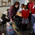 La princesse Mary de Danemark en visite dans un établissement du Harlem Children's Zone, à New York, le 20 octobre 2011. Le prince Frederik et la princesse Mary sont en visite officielle aux Etats-Unis du 20 au 25 octobre.