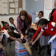 La princesse Mary de Danemark découvre le programme Harlem Children's Zone, à New York, le 20 octobre 2011. Le prince Frederik et la princesse Mary sont en visite officielle aux Etats-Unis du 20 au 25 octobre.
