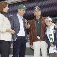 Au Metlife Stadium des Jets, rencontre avec la star Michael Douglas ! L'acteur était présent avec son fils de 11 ans, Dylan Michael.   La princesse Mary et le prince Frederik de Danemark étaient en visite à New York du 20 au 25 octobre 2011 dans le cadre du centenaire de la Fondation Américano-Scandinave (ASF).