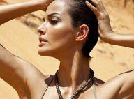 La superbe brésilienne Michella Cruz sur une plage de sable chaud...