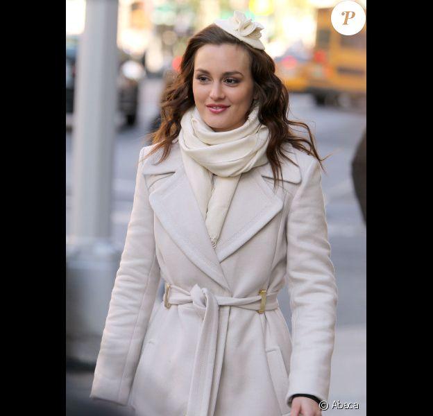 Leighton Meester sur le tournage de la série Gossip Girl sur Masidon avenue à New York le 28 octobre 2011