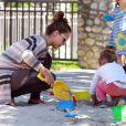 Jessica Alba est une maman formidable et passe beaucoup de temps en famille. Ici, à L.A le 29 octobre 2011
