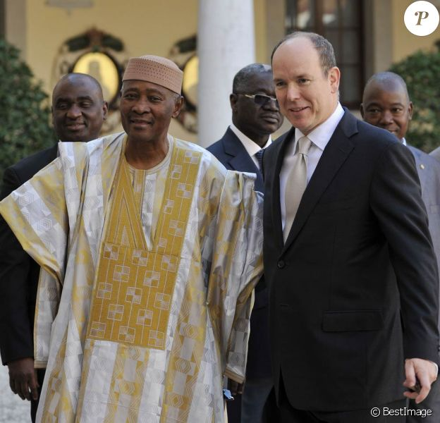 Le prince Albert II de Monaco recevait le 31 octobre 2011 en principauté le président du Mali Amadou Toumani Touré.