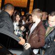 Justin Bieber et Selena Gomez quittent le magasin Louis Vuitton des Champs-Elysées, à Paris, le mercredi 9 novembre 2011.