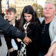 Justin Bieber et Selena Gomez déjeunent dans un restaurant de l'avenue Montaigne, à Paris, le mercredi 9 novembre 2011.