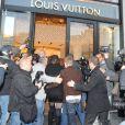 Justin Bieber se rendent dans un grand magasin sur les Champs-Elysées à Paris, le mercredi 9 novembre 2011.