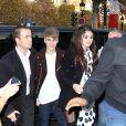 Justin Bieber et Selena Gomez déjeunent au restaurant  L'Avenue, de l'avenue Montaigne, à Paris, le mercredi 9 novembre 2011.