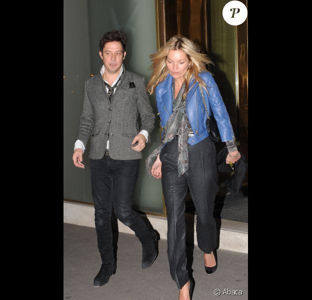 Kate Moss et Jamie Hince à Paris lors de leur virée shopping parisienne le 14 novembre à Paris