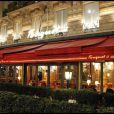 lors du dîner des stars au Fouquet's à Paris, organisé par le Dr Pierre Huth, au profit du dépistage du cancer à l'Institut Fournier le 14 novembre 2011