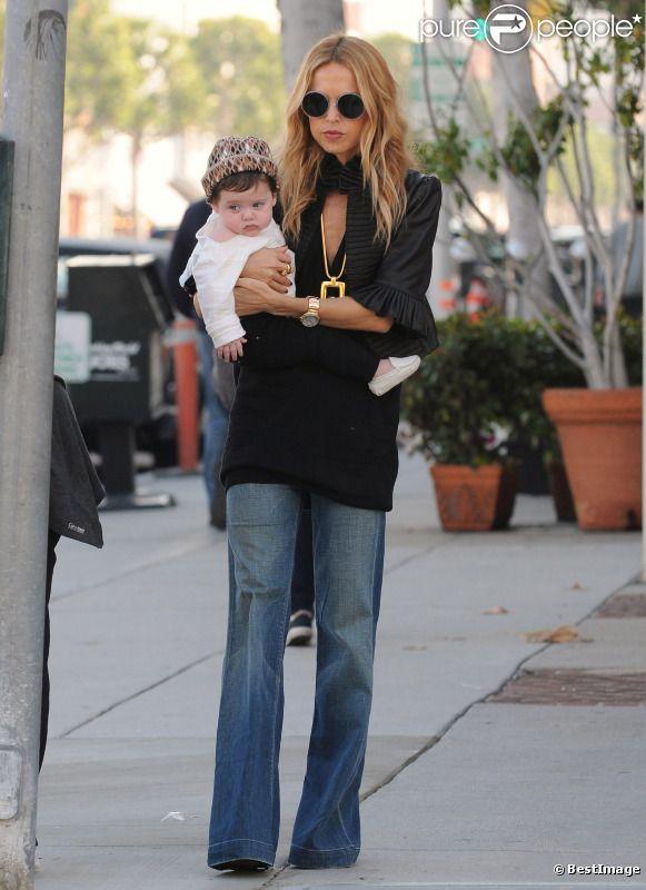 Rachel Zoe et son fils Skyler à Beverly Hills, le 16 novembre 2011.