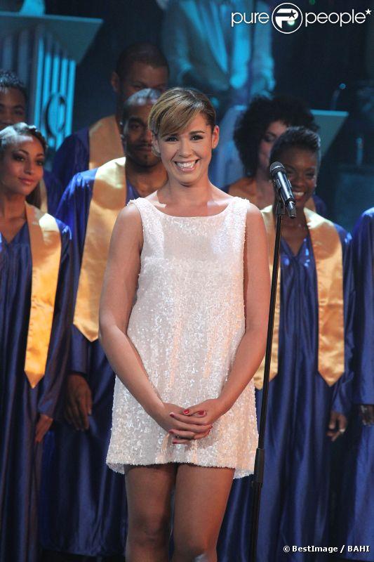 Chimène Badi, métamorphosée, lors de l'enregistrement de l'émission Les années Bonheur, qui sera diffusée le 10 décembre 2011