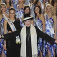 Geneviève de Fontenay pose en compagnie de ses 29 Miss pour la presse, à quelques jours de l'élection de Miss Prestige National 2012, à l'hôtel Hilton Arc-de-Triomphe à Paris, le samedi 26 novembre 2011.