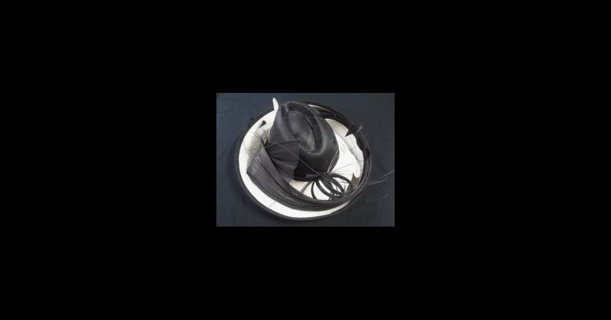 genevi ve de fontenay vend aux ench res l 39 un de ses fameux chapeaux l 39 argent r colt lors de. Black Bedroom Furniture Sets. Home Design Ideas