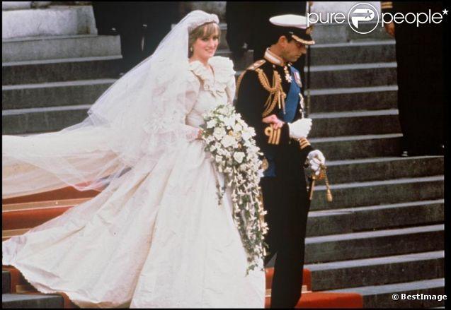 Princesse Diana Sa Robe Et Ses Ballerines De Mariage