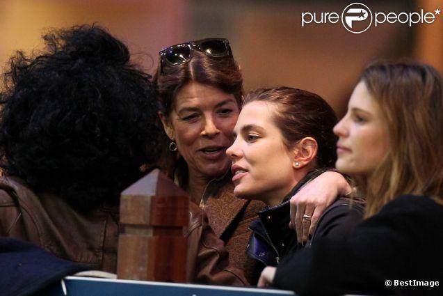 Charlotte Casiraghi et sa maman la princesse Caroline lors de la 3ème édition des Gucci Master, à Villepinte, le 2 décembre 2011