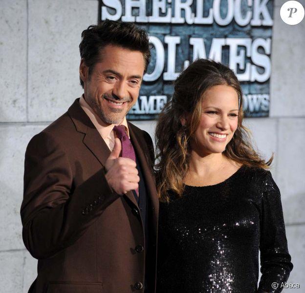 Robert Downey Jr. et son épouse Susan pour l'avant-première de Sherlock Holmes 2 : jeux d'ombre à Los Angeles, le 6 décembre 2011.