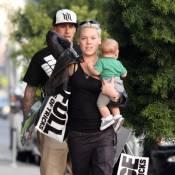 Pink : Séance shopping avec sa petite Willow et son mari avant le départ