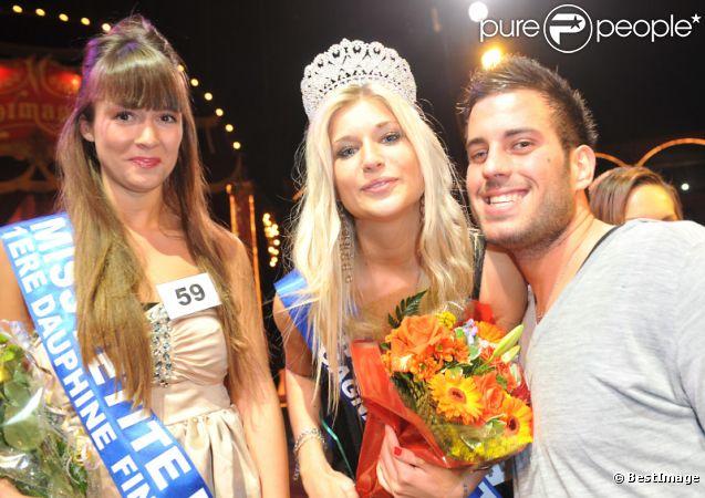 Zelko de Secret Story 5 et l'heureuse élue lors de l'élection de Miss Petite de France 2012 au Cirque de Diana Moreno, le 11 décembre 2011