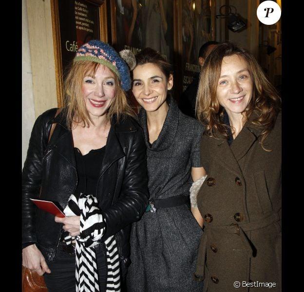 Julie Depardieu, Clotilde Courau et Sylvie Testud lors de la générale de la pièce Quadrille à Paris le 12 décembre 2011