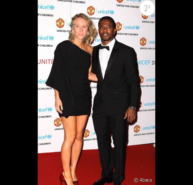 """Patrice Evra et sa femme lors du gala """"United for Unicef"""" le 12 décembre 2011 à Old Trafford à Manchester"""