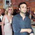 Britney Spears apparaît en compagnie de son manager Larry Rudolph, lors de la soirée  d'officialisation de ses fiançailles avec Jason Trawick, le vendredi 16  décembre 2011.