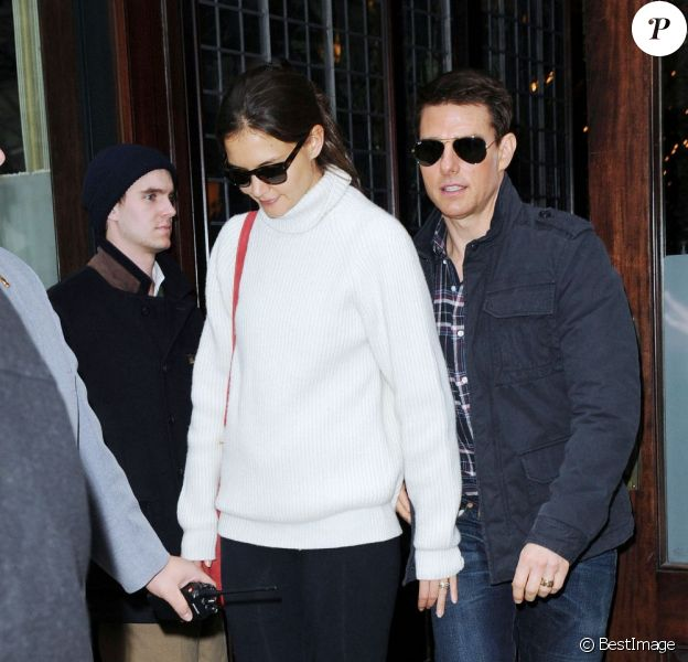 Katie Holmes et Tom Cruise préparent la fête d'anniversaire de la comédienne, le samedi 17 décembre 2011.