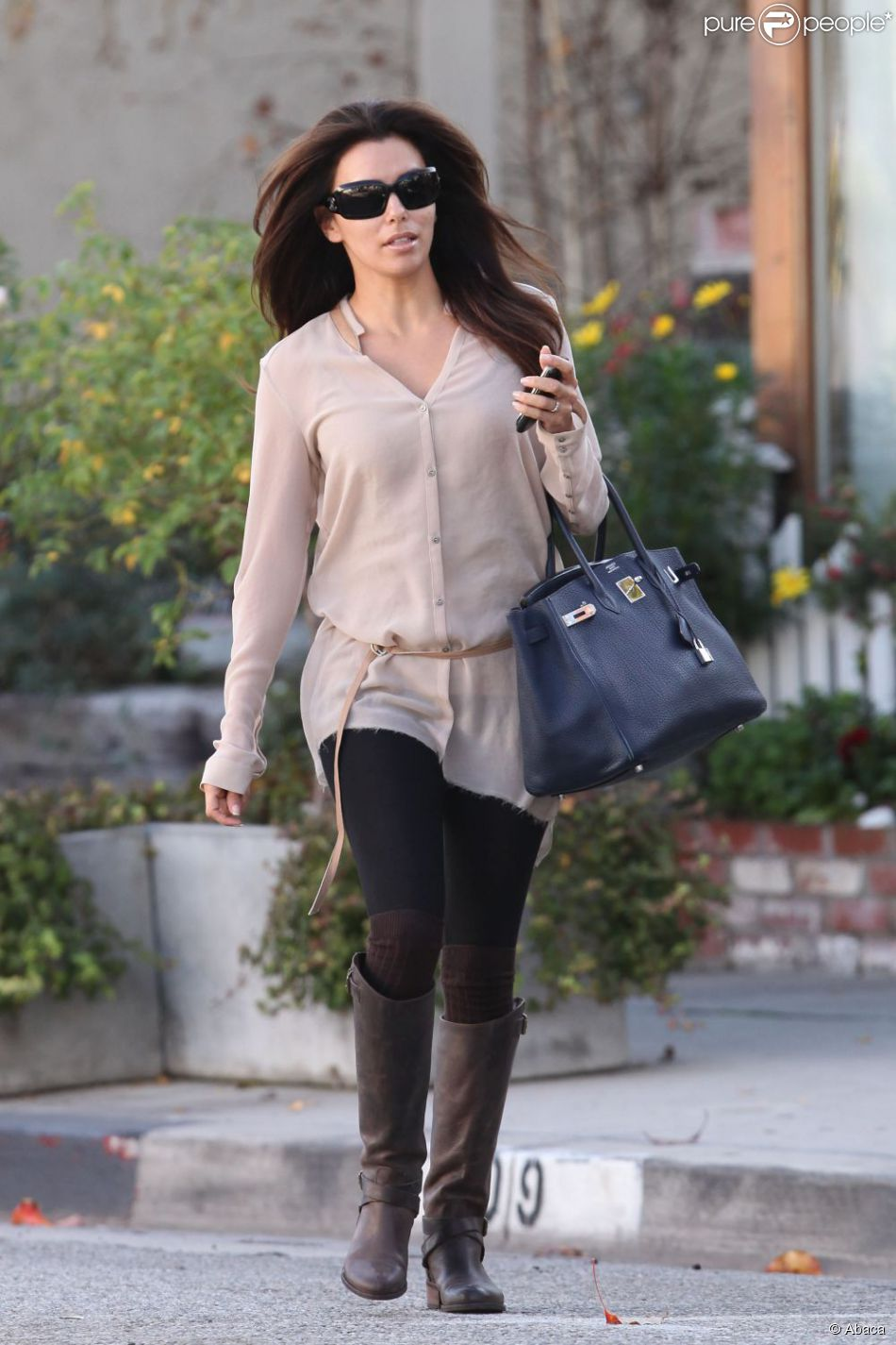 eva longoria dans un look d contract chic los angeles le 20 d cembre 2011. Black Bedroom Furniture Sets. Home Design Ideas