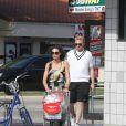 Boris Becker et sa femme Lily font quelques courses lors de leurs vacances à Miami le 21 décembre 2011