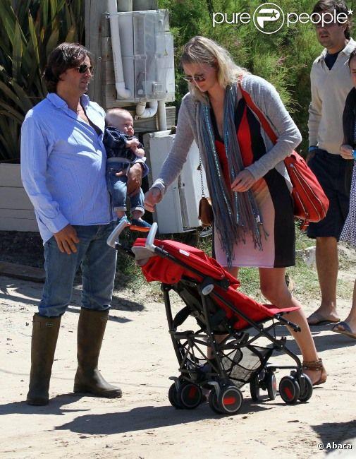 Jodie Kidd, son mari Andrea Vianini et leur fils Indio le 21 décembre 2011 à Punta del Este