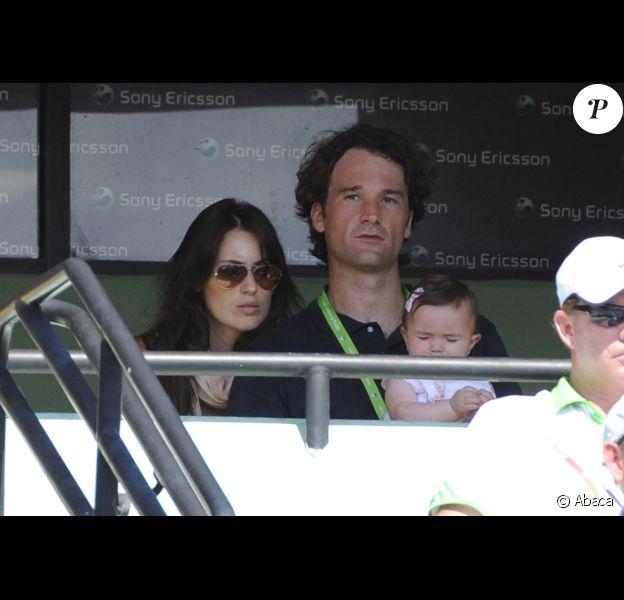 Carlos Moyà, sa femme Carolina Cerezuela et leur fille Carla le 3 avril 2011 à Key Biscane