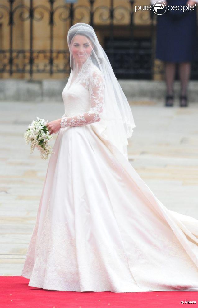 La robe de mariée de Kate Middleton, réalisée par Sarah Burton pour ...