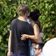 Vanessa Hudgens et son petit-ami Austin Butler main dans la main à Miami le 29 décembre 2011